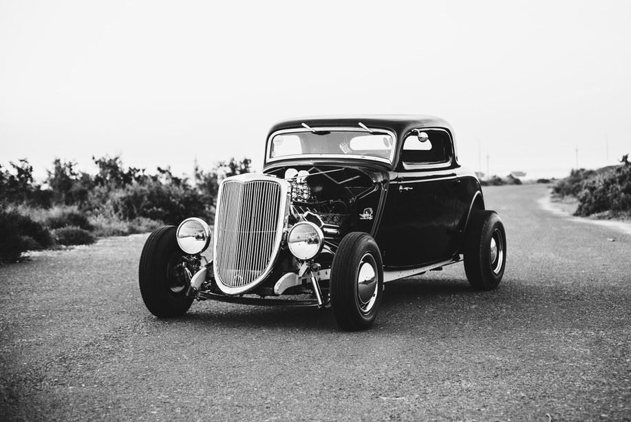 Black and white image of 1933 Ford car