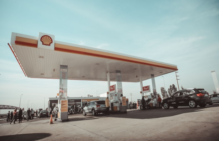 busy-shell-petrol-station