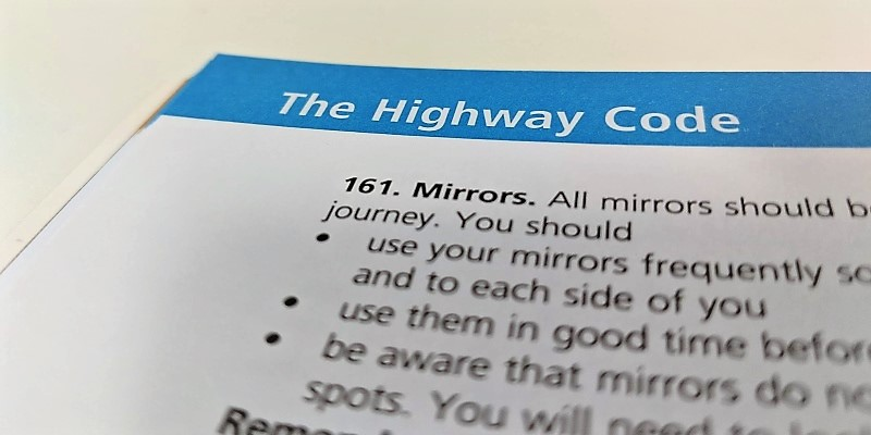 Page of the UK highway code with rules relating to mirrors